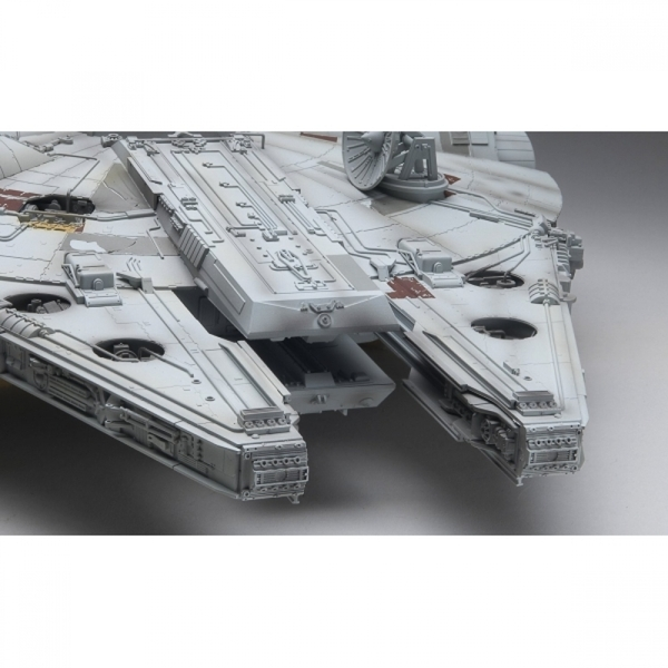 Damaged Packaging Millennium Falcon (Star Wars) Revell Fine Molds Master  Series Used - Like New