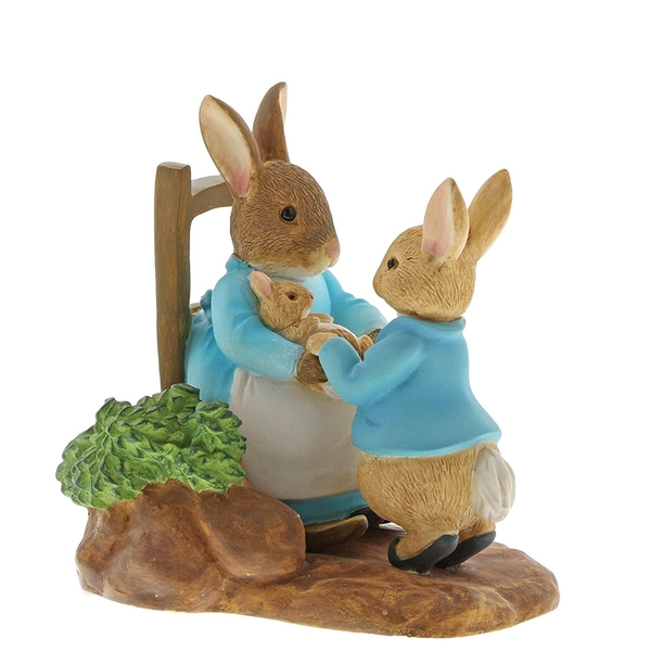 At Home with Mummy (Peter Rabbit) Figurine