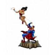 Wonder Woman Vs. Superman Mini Statue