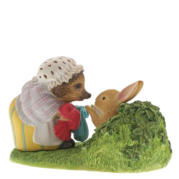 Mrs Tiggy-Winkle Returning Peter's Laundered Jacket (Peter Rabbit) Figurine