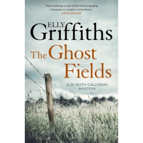 The Ghost Fields : The Dr Ruth Galloway Mysteries 7