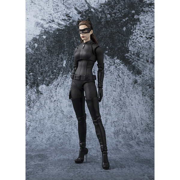 Catwoman (The Dark Knight) SH Figuarts Bandai Action Figure