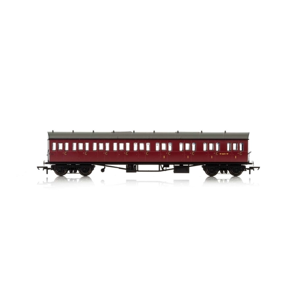 Hornby BR Collett 57' Bow Ended E131 Nine Compartment Composite (Right Hand) W6631W Era 4 Model Train