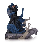 DC Comics Batman Hush Batman and Catwoman Kiss Statue